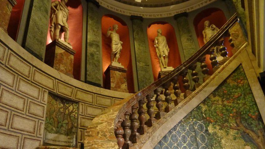 Pinacoteca Ambrosiana Sala Esedra scala