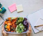 Le cinque regole d'oro per una pausa pranzo sana