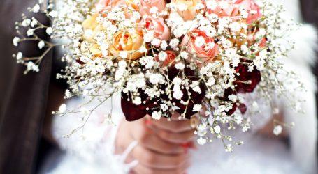 Gli addobbi floreali di un matrimonio country chic