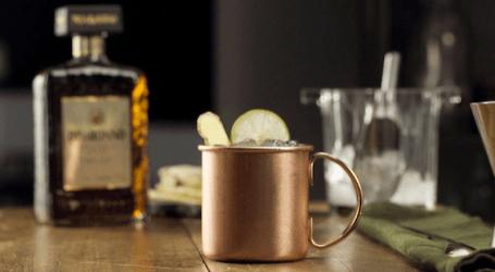 Disaronno reinterpreta due classici cocktail 'a modo suo'