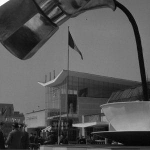 Installazione pubblicitaria Bialetti alla Fiera Campionaria di Milano, 1954