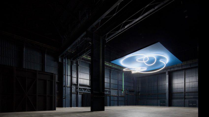 Lucio Fontana, Struttura al neon per la IX Triennale di Milano, ph Agostino Osio