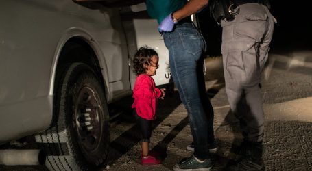 World Press Photo 2019 - John Moore, Crying Girl on the Border
