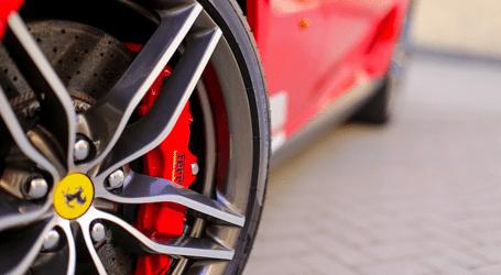 Guidare una Ferrari: oggi è un'esperienza luxury alla portata di chiunque