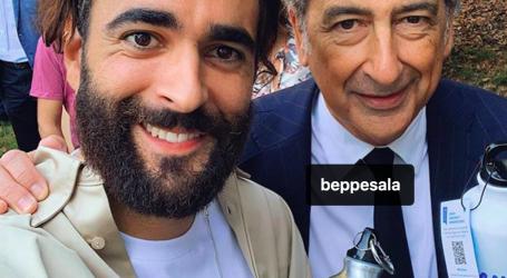 Beppe Sala consegna le borracce nelle scuole con Marco Mengoni