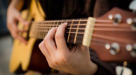 Quarantena, boom di corsi online e lezioni di chitarra