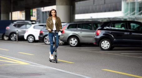 Al via la rimozione di monopattini e biciclette in sosta vietata