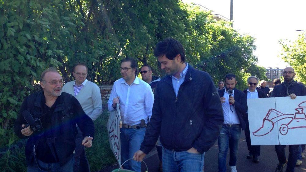 Milano la Lega Nord al campo rom di via Idro  Foto