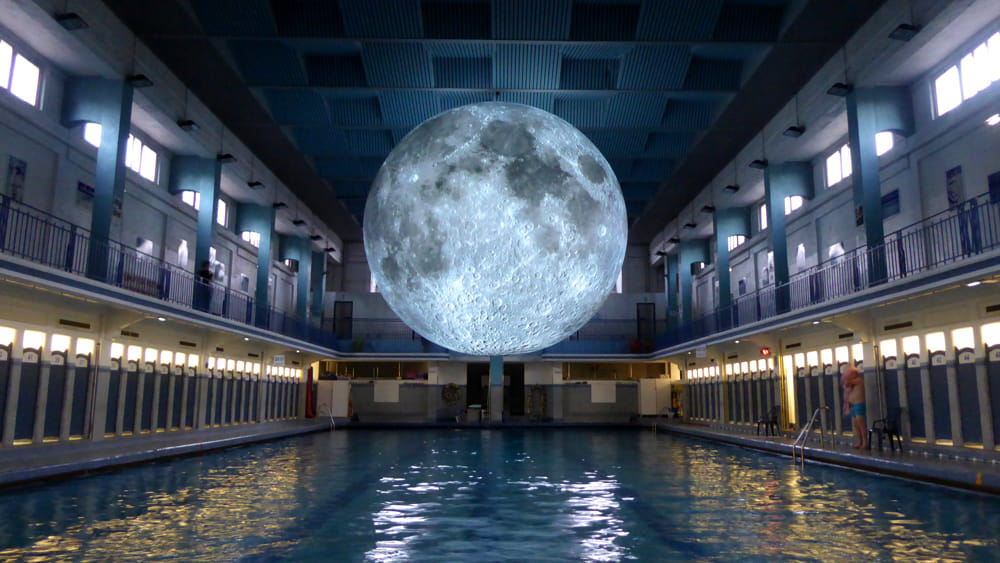 Museum of the Moon alla Piscina Cozzi dal 15 al 23 giugno 2019  Riproduzione fedele della