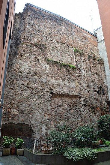 Милан, руины римского цирка