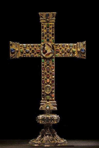 крест Лотария