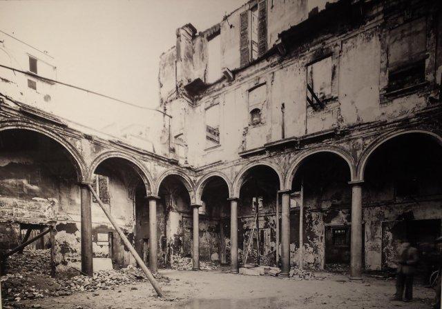 дом Корио после бомбардировки