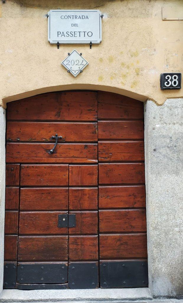 двойная нумерация на миланских домах