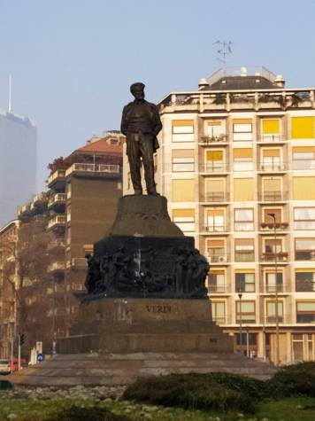 памятник Джузеппе Верди