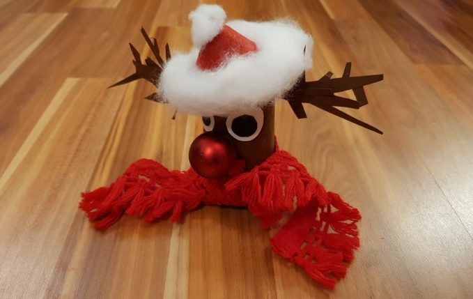 Rudolph das Rentier mit der roten Nase aus Klopapierrolle.jpg