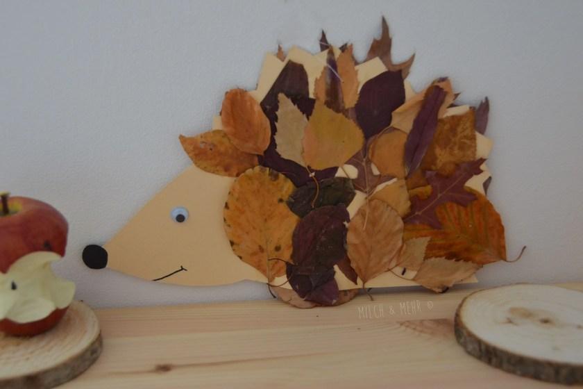 Herbst Bastelidee Kleinkind Igel mit echten Blaettern