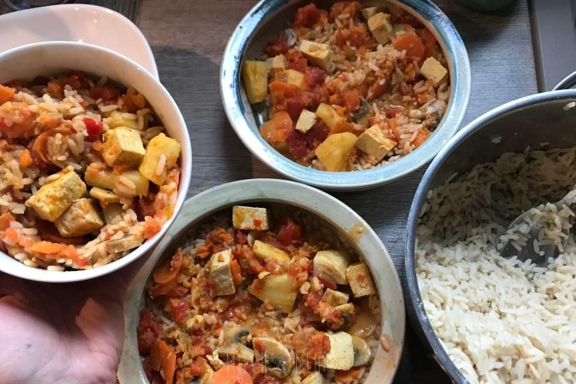 Mittagessen fuer fuenf Gemuese Ananas Tofu Curry