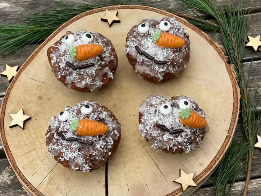 Schneemann Muffins weihnachtliche Snacks fuer Kinder