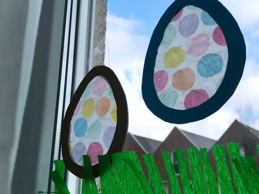 Ostereier Fensterbild Basteln fuer Kinder