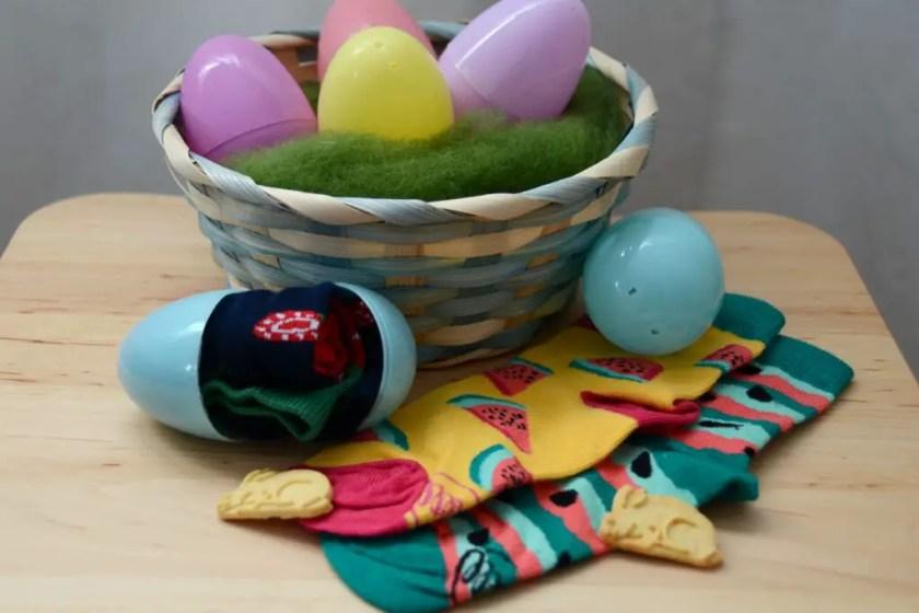 Ostergeschenke Socken im Ei