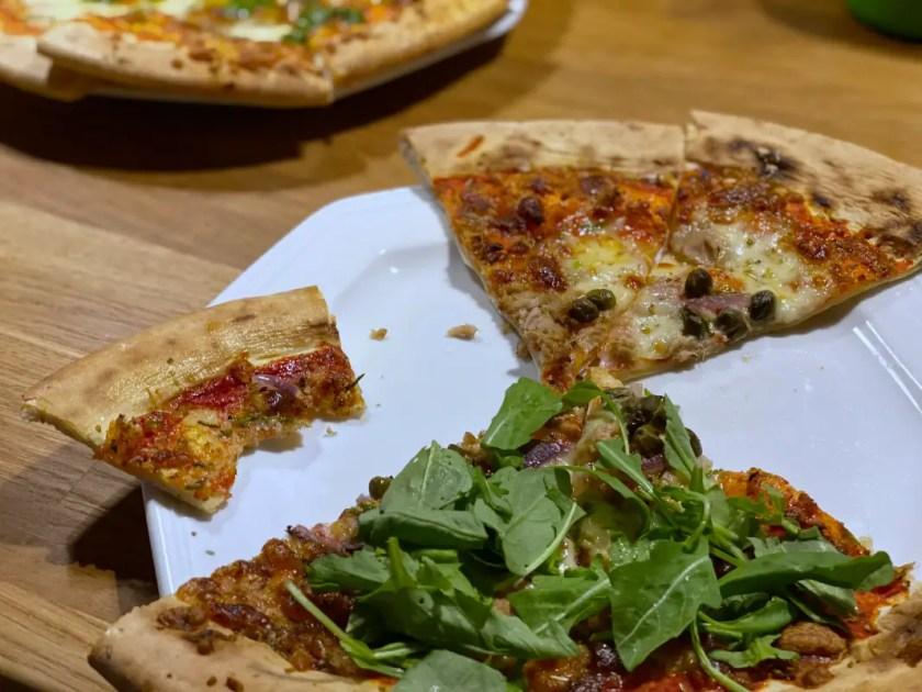 Frische Pizza Kuehltheke