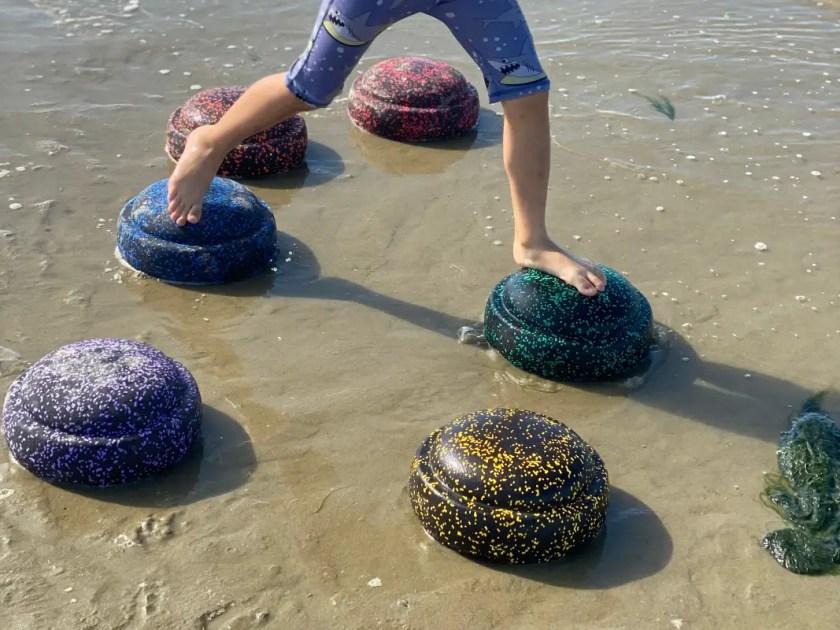 Stapelsteine im Meer
