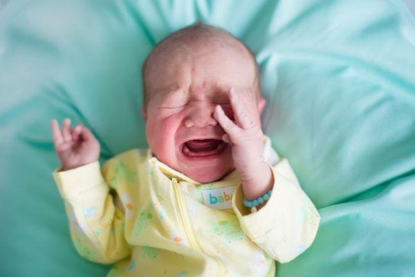 como aliviar a cólica do bebê