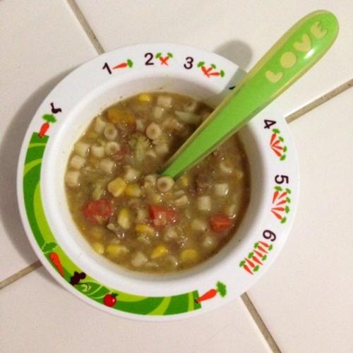Fonte: http://www.macetesdemae.com/2014/03/sopa-de-feijao-receita-rapida-e-nutritiva-para-criancas.html