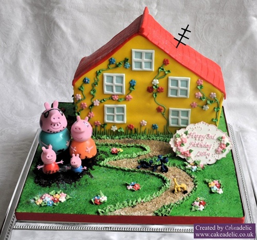 Fonte: http://www.cakeadelic.co.uk/2011/10/16/cake-details/birthday-cakes/peppa-pig-house-birthday-cake-3/