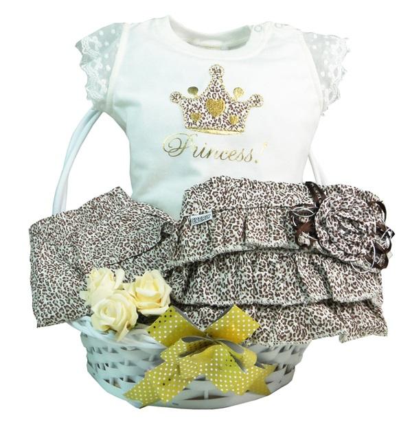 Kit Princesinha Fashion: vem com uma camiseta, uma bermuda e uma bolsa