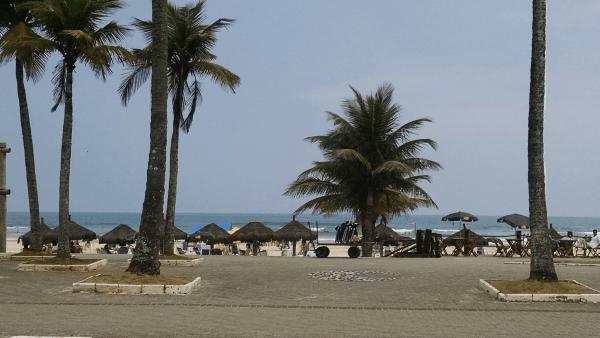 Praia em frente ao hotel