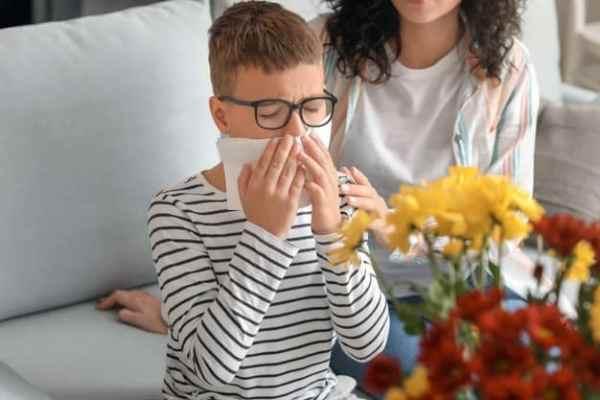 menino alérgico a pólen