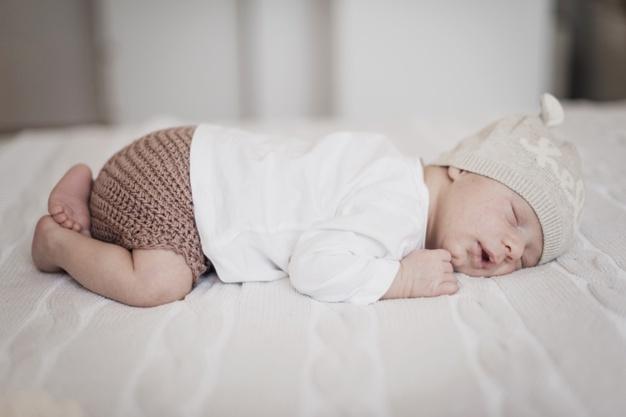 recém nascido fazendo Ruído Branco