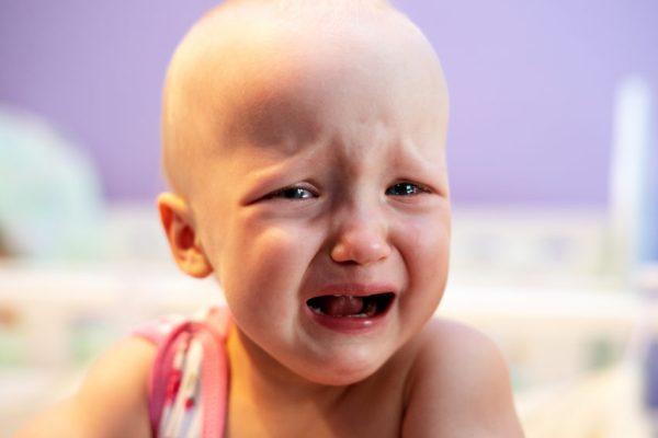 Criança bebê triste chorando depressão infantil