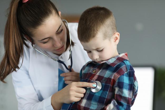 Criança no pediatra