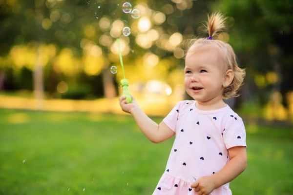 ensaio de bebê com bolhas