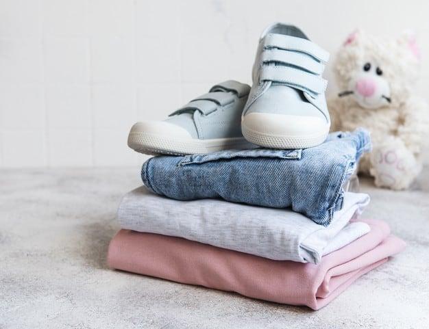 Vender ou doar as roupas que não cabem mais nos filhos