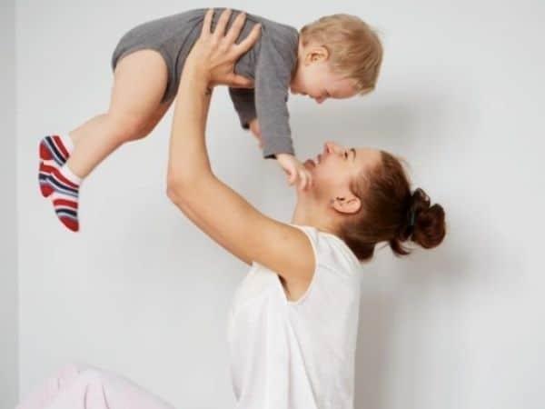Ideias criativas para ensaio mãe e filho estúdio