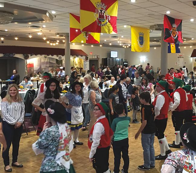 Canadianos tentam aprender folclore