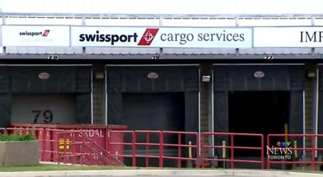 Manuseadores de bagagem da Swissport no Pearson chegam a um acordo provisório