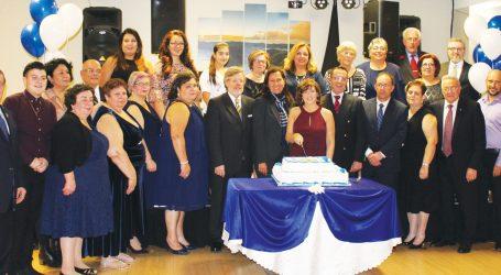 Entrega da Insígnia durante o 32.º aniversário da Casa dos Açores do Ontário, em Toronto