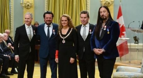 Alex Trebek e Tragically Hip recebem Ordem do Canadá
