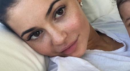 Kylie Jenner surpreende sem maquilhagem