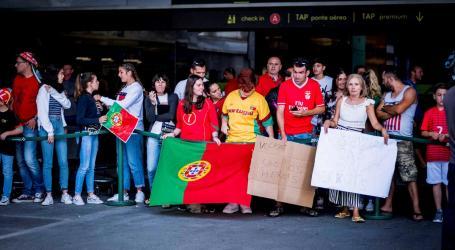 """Seleção aterrou em Lisboa com centenas de adeptos à espera dos """"heróis"""""""
