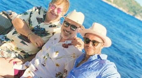 Elton John e David Beckham juntos de férias na Riviera Francesa