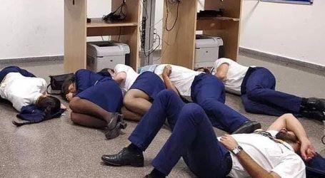 Fotografia de tripulantes da Ryanair a dormir no chão foi encenada