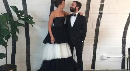 """Estrela de """"This Is Us"""" casa-se com músico que conheceu no Instagram"""