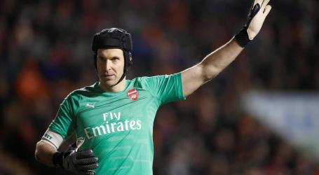 Guarda-redes Petr Cech anuncia adeus aos relvados no final da época