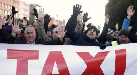 Taxistas de Madrid em greve tentam bloquear feira internacional de turismo