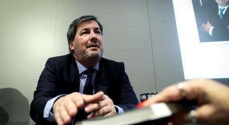 Bruno de Carvalho chora na apresentação de livro sobre bastidores do futebol
